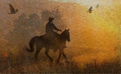 Картина Резкое дизайн ковбой и его лошадь верхом на лугу в закате с вороны летать выше. Смешанная произведения искусства в фотографии и акварели.