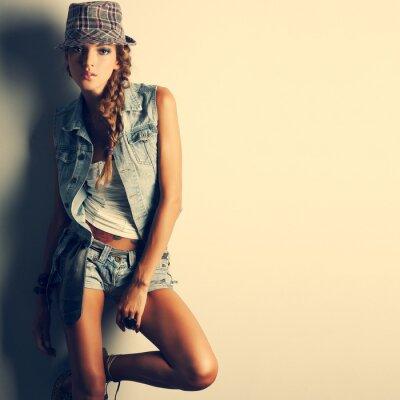 Картина Фото красивая девушка находится в моде стиль