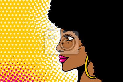 Африканское американское поп-арт женское лицо. Сексуальная молодая черная женщина профиля с афро прическа в большие серьги. Векторные красочные иллюстрации в поп-арт ретро комический стиль на полутоно
