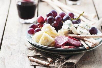 Картина Антипасто с сыром, колбасой и винограда