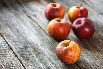 Картина Яблоки на деревянном фоне