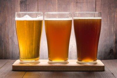 Картина Ассортимент пива очки на деревянный стол