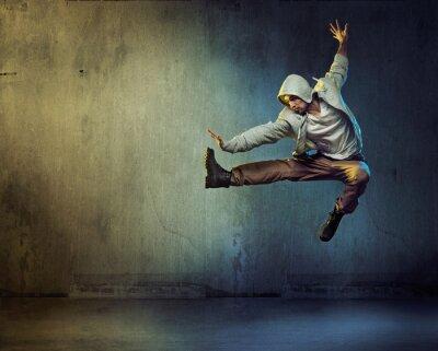 Картина Спортивный танцор в прыжках позе