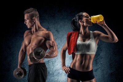 Картина Спортивное мужчина и женщина с гантелями.