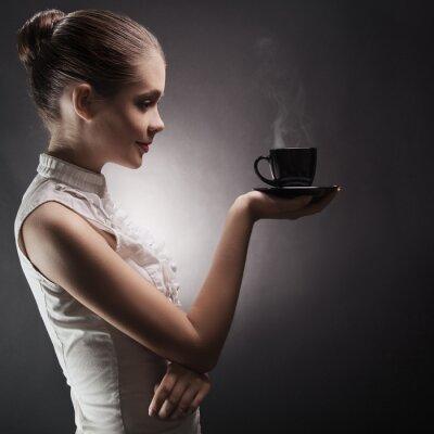 Картина Привлекательная женщина с ароматным кофе в руках