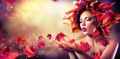 Картина Осень женщина дует красные листья - Красота Мода Модель девушки