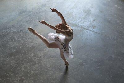 Картина Балерина в закрытом помещении