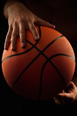 Картина Баскетбольный мяч в мужских руках