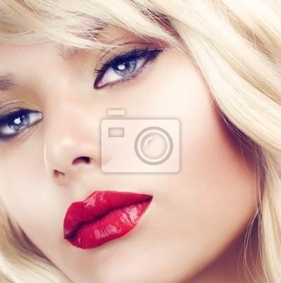 Картина Красивая белокурая женщина портрет. Прическа. Макияж