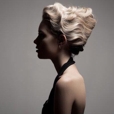 Картина Красивая блондинка женщина. Ретро мода изображения.