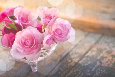 Картина Красивый букет из розовых цветов на старой выветрившихся древесины
