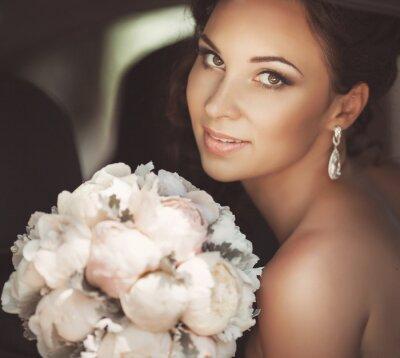Картина Красивая невеста в день свадьбы В свадебном платье. новобрачных женщина
