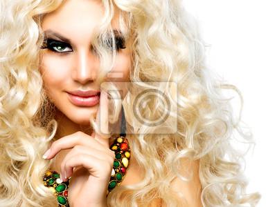 Картина Красивая девушка с вьющиеся светлые волосы, изолированных на белом