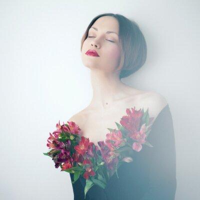 Картина Красивая дама с цветами