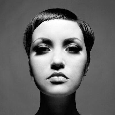 Картина Красивая дама с короткими волосами