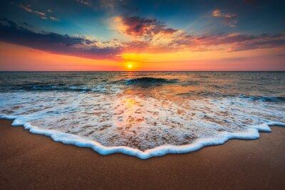 Картина Красивый восход солнца над морем
