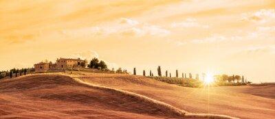 Картина Красивый типичный панорамный пейзаж Тосканы на закате, Италия