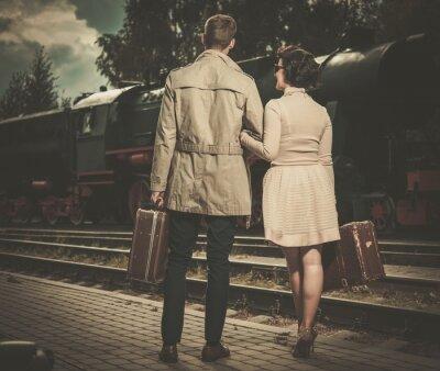 Картина Красивая пара винтажном стиле с чемоданами