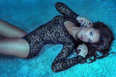 Картина Красивая женщина, лежа
