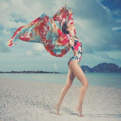 Картина Красивая женщина на пляже
