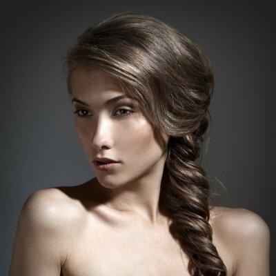 Картина Красивая женщина портрет. Длинный волос