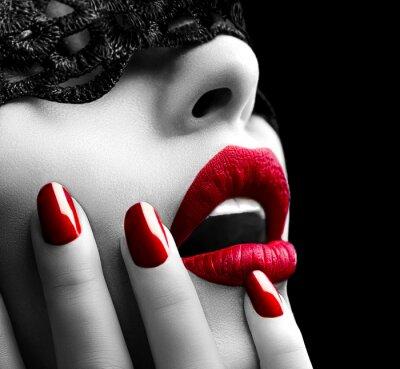 Картина Красивая женщина с черными кружевами маски на глаза