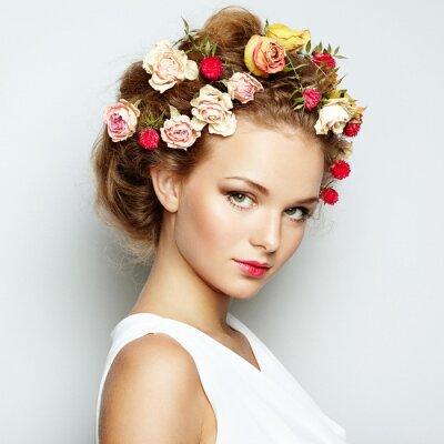 Картина Красивая женщина с цветами. Идеальный кожи лица. Красота Портрет