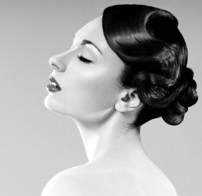 Картина красивая женщина с профессиональной стрижки