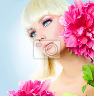 Картина Красота блондинка девушка с короткими белыми волосами и голубыми глазами