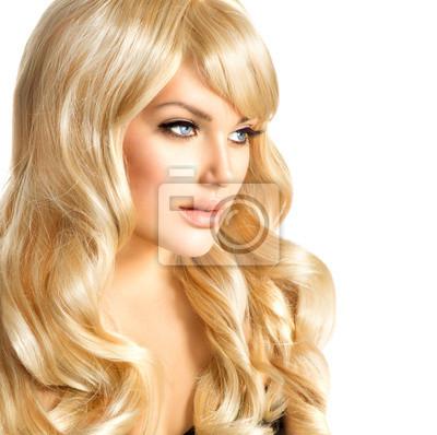 Картина Красота светловолосая женщина. Красивая девушка с длинными вьющимися светлыми волосами
