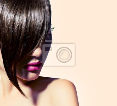 Картина Красота модель девушка с модной прической. Стильный бахрома