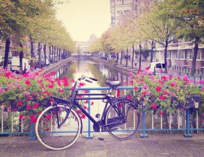 Картина велосипед на мосту