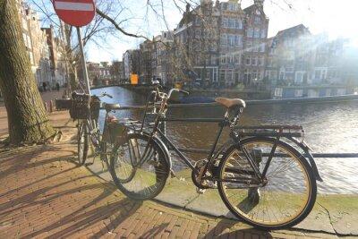 Картина Велосипеды выстилающие мост через каналы Амстердама, Нидерланды
