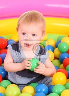 День рождения весело мальчик в форме шаров.