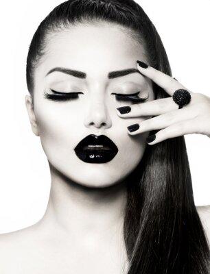 Картина Черно-белый брюнетка портрет девушки. Модный Икра Маникюр