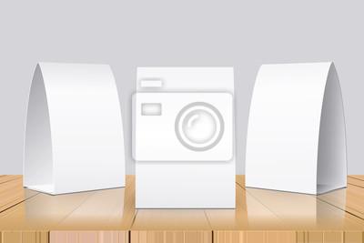 Пустой стол палатки, изолированные на деревянном фоне. Бумажные вертикальные карты на деревянный стол с отражениями. Спереди, слева и справа вид. Векторная иллюстрация.