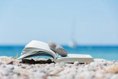 Картина Книга на пляже