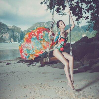 Картина Яркий леди на пляже