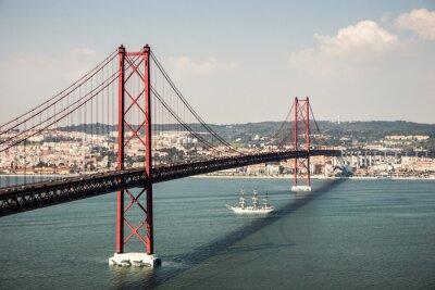Картина Мост Понте 25 апреля в Лиссабоне