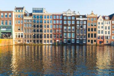 Картина Здания вдоль Дамрак в течение дня в Амстердаме