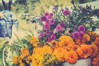 Картина Букет цветов на белом стуле. Помутнение ретро велосипед в BAC