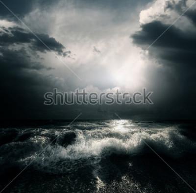 Картина Темные грозовые облака и огромные волны на море