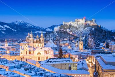 Картина Прекрасный вид на исторический город Зальцбург с Фестунгом Хоэнзальцбург зимой, Зальцбургская земля, Австрия