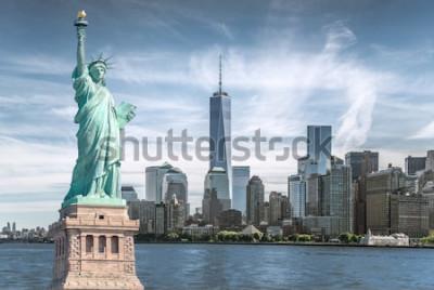 Картина Статуя Свободы с фоном Всемирного торгового центра, достопримечательности Нью-Йорка
