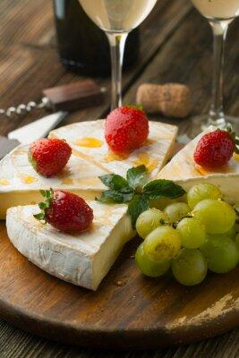 Картина Сыр с клубникой и медом