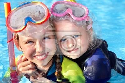 Дети в бассейн, обучения подводным плаванием.