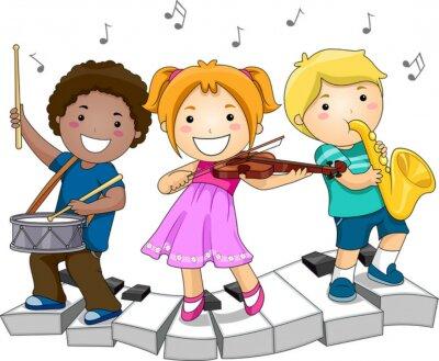 Дети, играющие на музыкальных инструментах