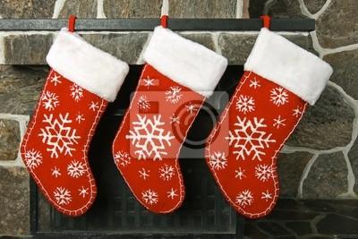 Рождественские чулки на каминной полке