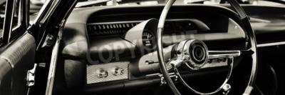 Картина Классический автомобиль сфотографирован со стороны водителя