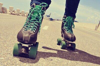 Картина близком расстоянии от молодой человек на роликовых коньках, с кросс обработки эф